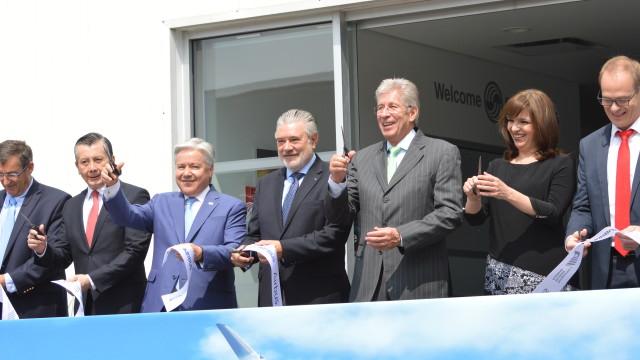 En la ceremonia, se hizo una entrega de reconocimientos previa al tradicional corte del listón, donde Se hizo entrega de las certificación para el Airbus Training Centre, así como la certificación como miembro de Airbus Network que le permite impartir entrenamiento de vuelo.