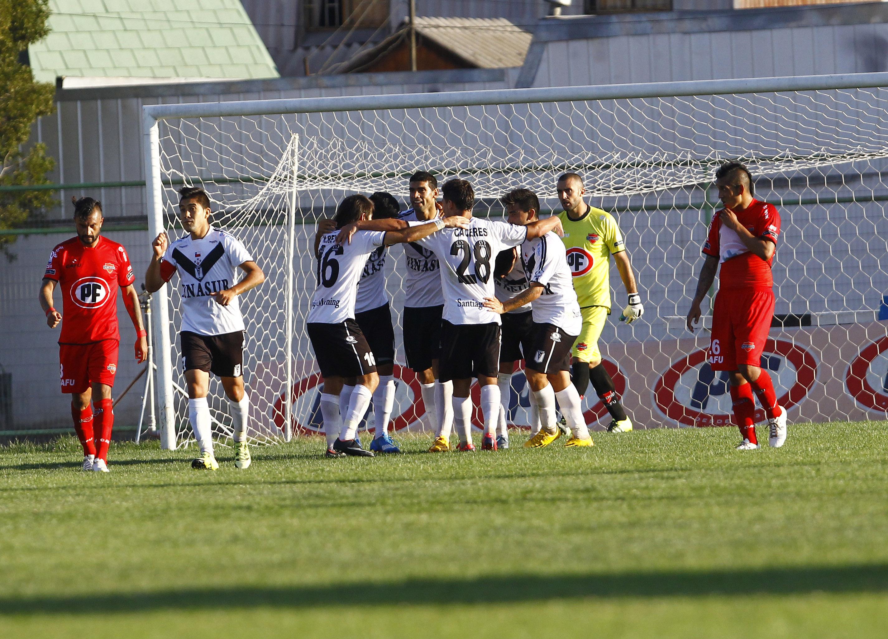 Santiago Morning vence a Ñublense y se aleja de la zona del descenso
