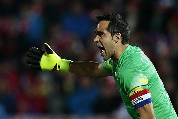 Claudio Bravo no vendrá a la «Roja» por motivos familiares