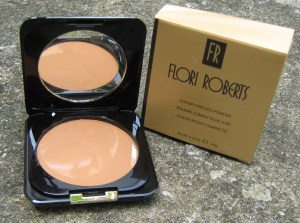 Luxury, pressed powder, compact powder, oil-free powder, flori roberts in nigeria, powder for black women