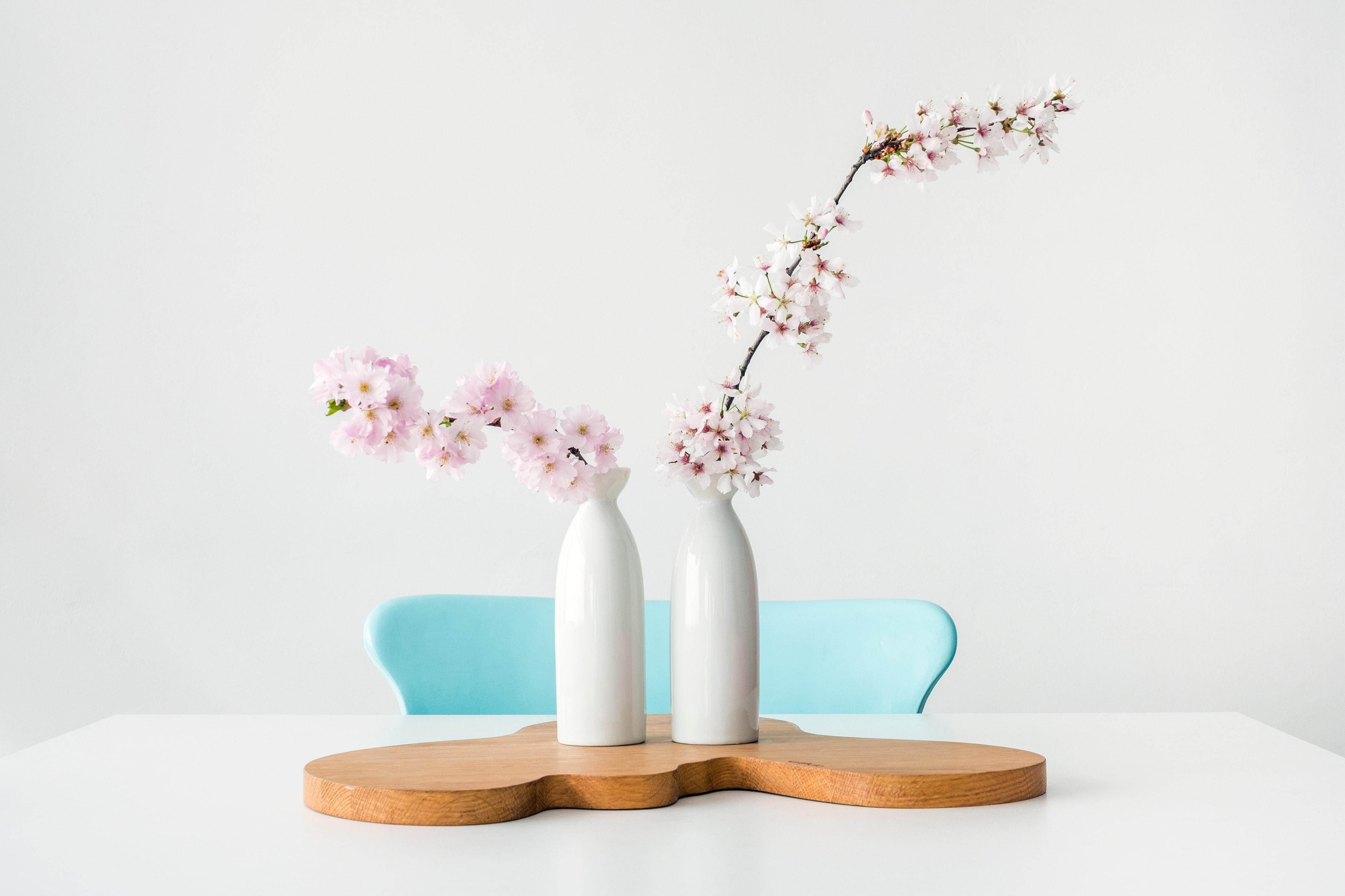 Foto twee vazen bloemen
