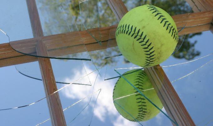 palla-contro-finestra Energia elettrica: cos'è, definizione, esempi e formula Energia Elettrica