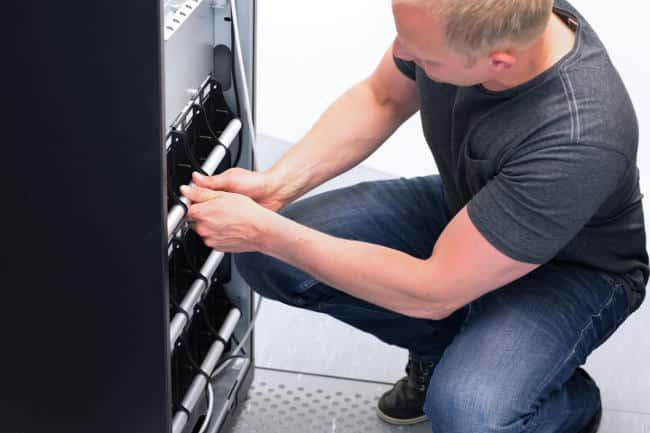 Lider en soluciones de gestion energetica. Cuidado Baterías de UPS,la energía continua depende del mantenimiento preventivo