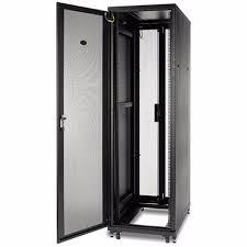 Gabinete NetShelter AR2400FP1 SV de 42 U, 600 mm de ancho x 1060 mm de profundidad, con paneles laterales, negro, rack único