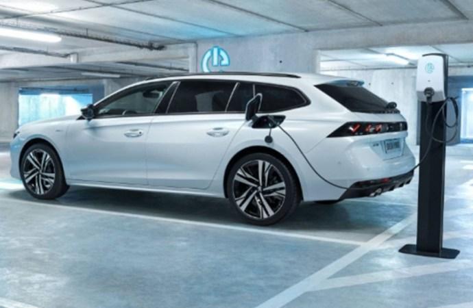 Peugeot 508 Hybrid postiže do 54 km na struju