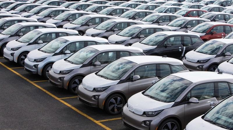 Спрос на электромобили растет, но потребители неохотно переходят на них