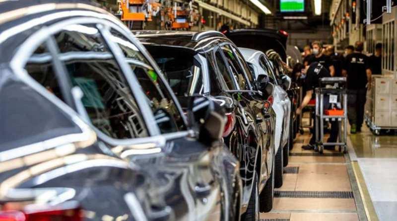 Автоконцерны потеряют $100 млрд в 2021 году из-за нехватки полупроводников