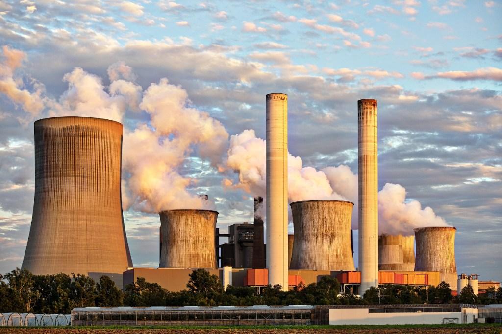 Szymański: Spadające rachunki za energię elektryczną nie motywują do oszczędzania energii