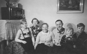 1950-Family-Portrait-of-Rudolph-Kroeger-and-Hanna-Kroeger-6-months-after-Rudolphs-Return-from-Captivity.