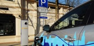 elektroautos-solarbatterien-feldversuch-berlin