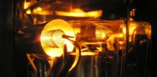mit-batterie-geschmolzenem-metall