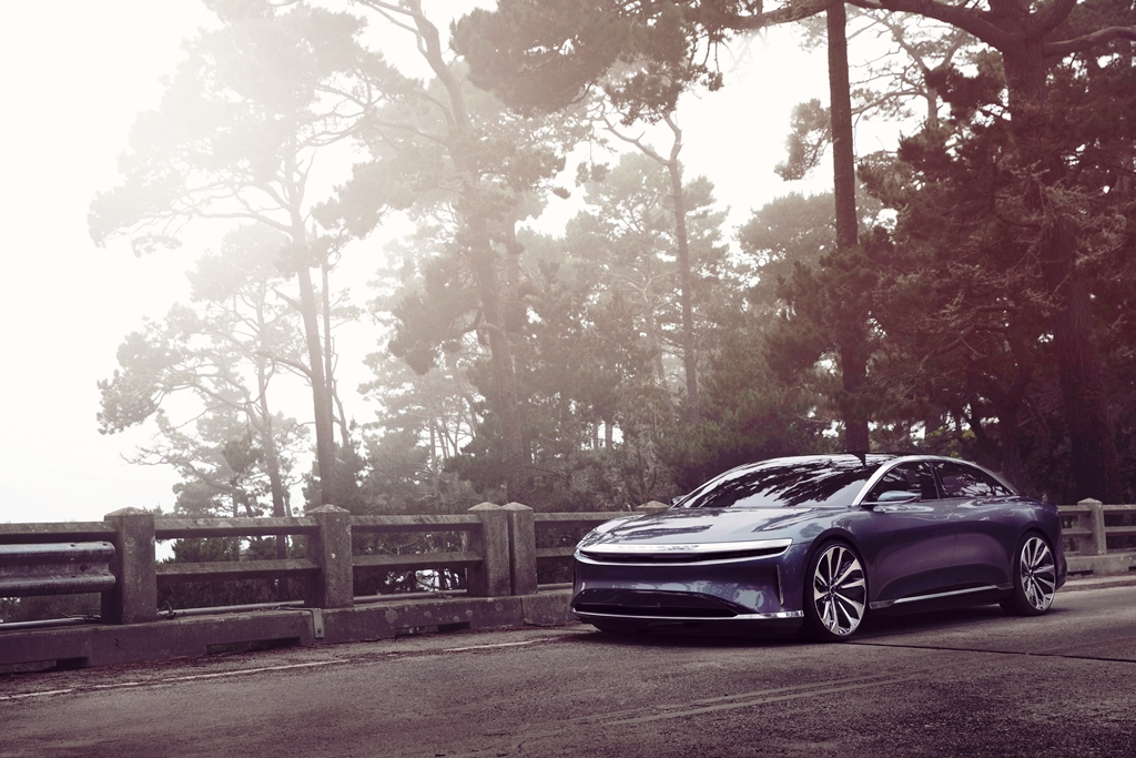lucid-air-laden