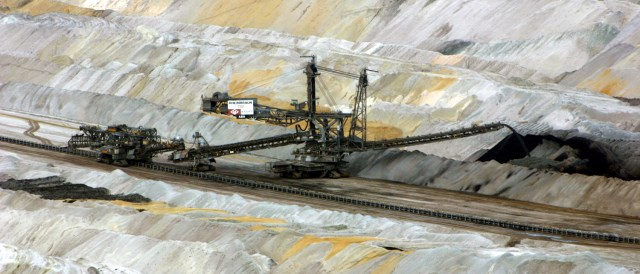 Coal is relatively cheap, because environmental and health costs are externalized. (Photo by Elsdorf-blog.de, CC BY 3.0)