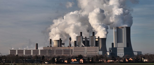 Obsolete mammoth: Niederaußem Lignite Power Plant and one of the most inefficient in Europe. (Photo by Stodtmeister, CC BY 3.0)