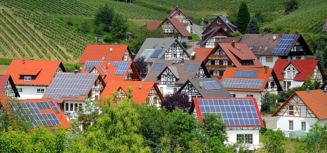Germans continue to support the Energiewende, because its benefits are spread democratically. (Photo by  Rudolpho Duba  / pixelio.de)