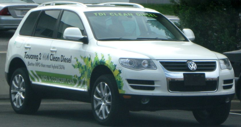 2009 Volkswagen Touareg with graphic of leaves and text reading clean diesel