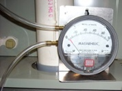 Static pressure measurement with a manometer