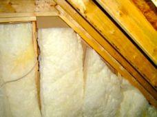 Attic kneewall with Grade III insulation installation