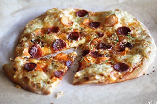 porsjonspizza med chorizo og søtpotet