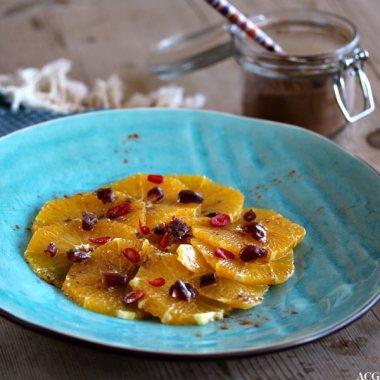 tallerken med appelinskiver og kanel