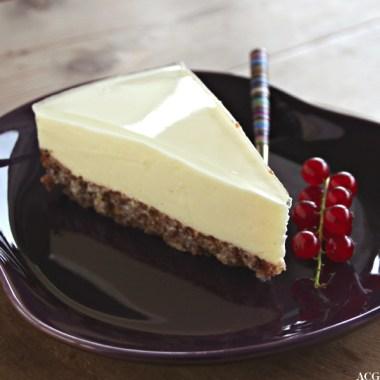 Bilde av et stykke ostekake med gelelokk