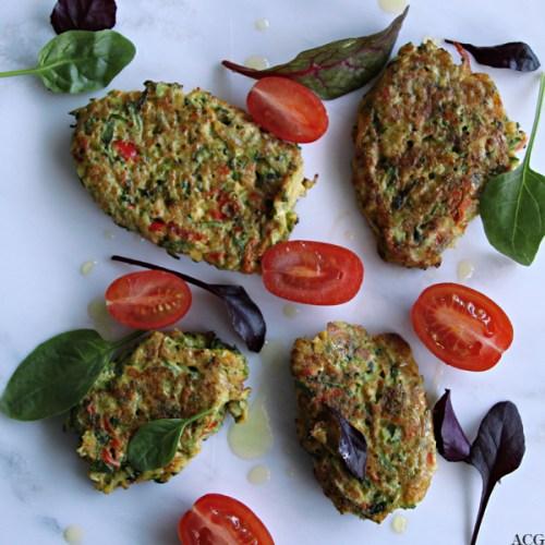 Squashkaker, sherrytomater og salatblader