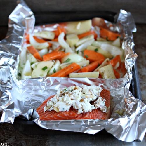 rå laksefilet med ost og rotgrønnsaker