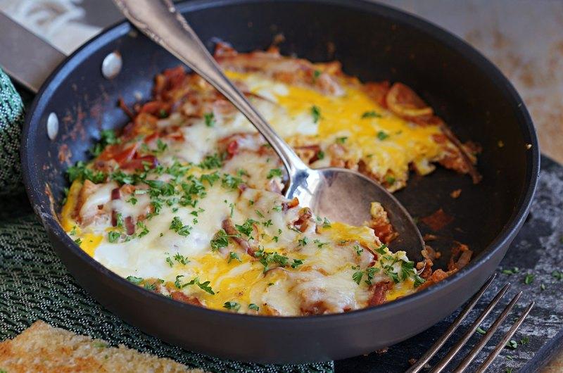 shakshuka - egg i sprekt tomatsaus