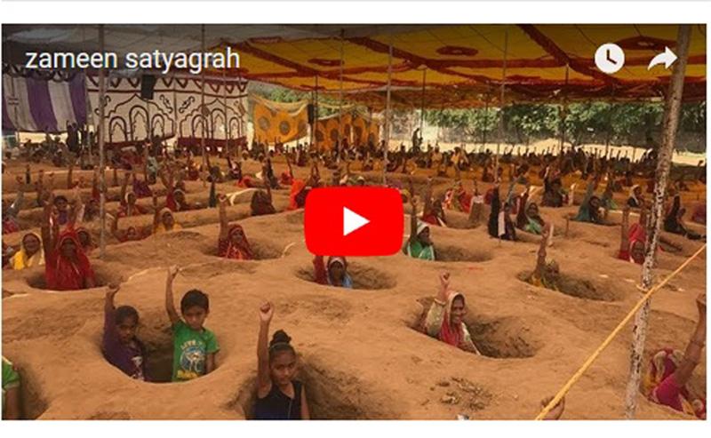 half-buried farmers Zameen Satyagrah Nindar Jaipur