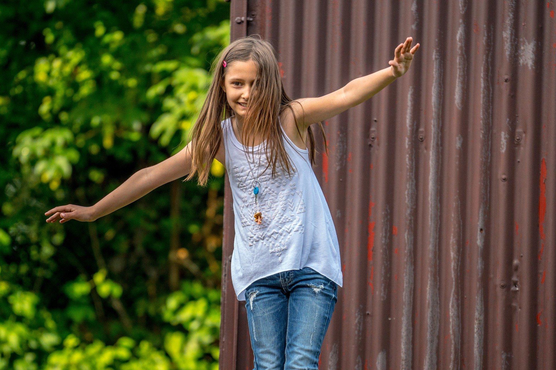 Les 10 bonnes raisons de sortir avec nos enfants en nature. La nature rend agile.