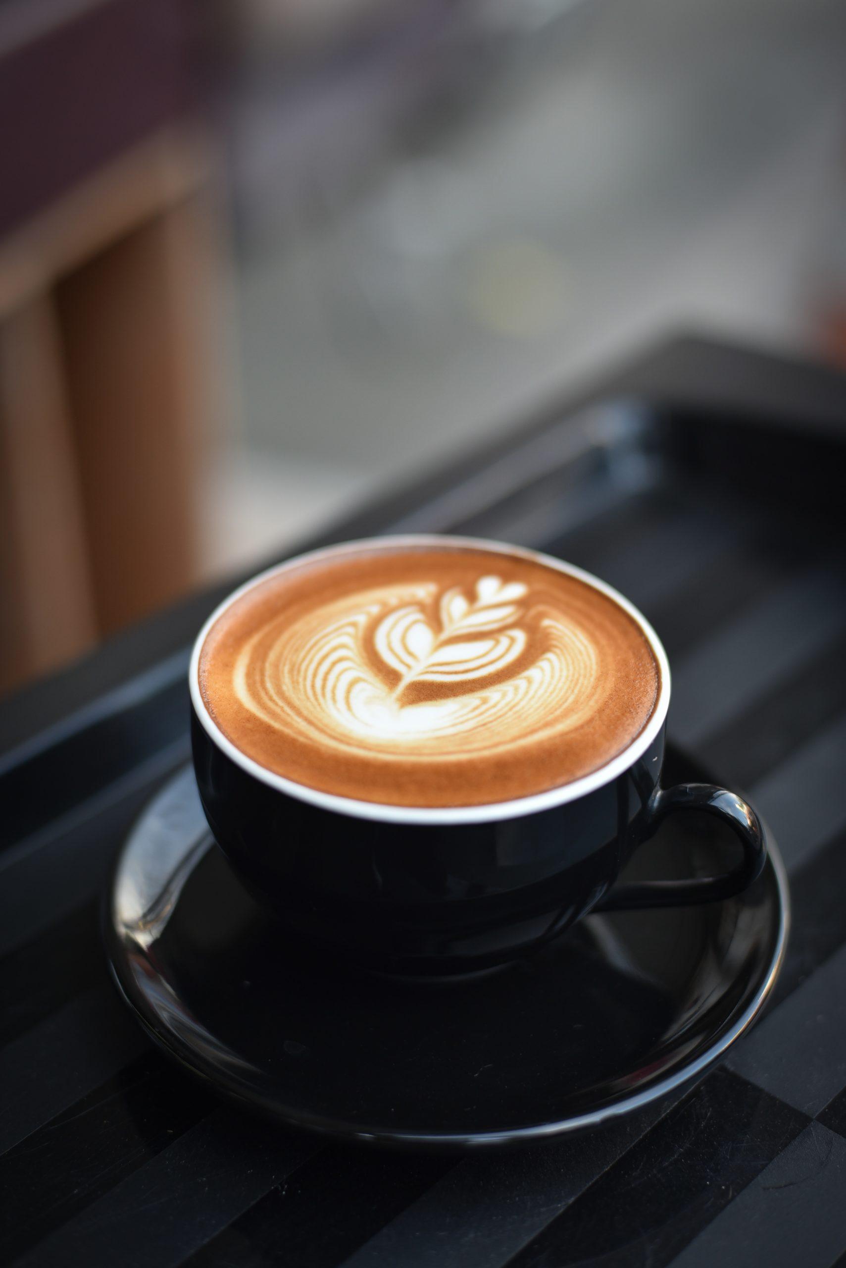 Le café est une odeur qui réveille notre odorat si on prend le temps de le sentir de bon matin.