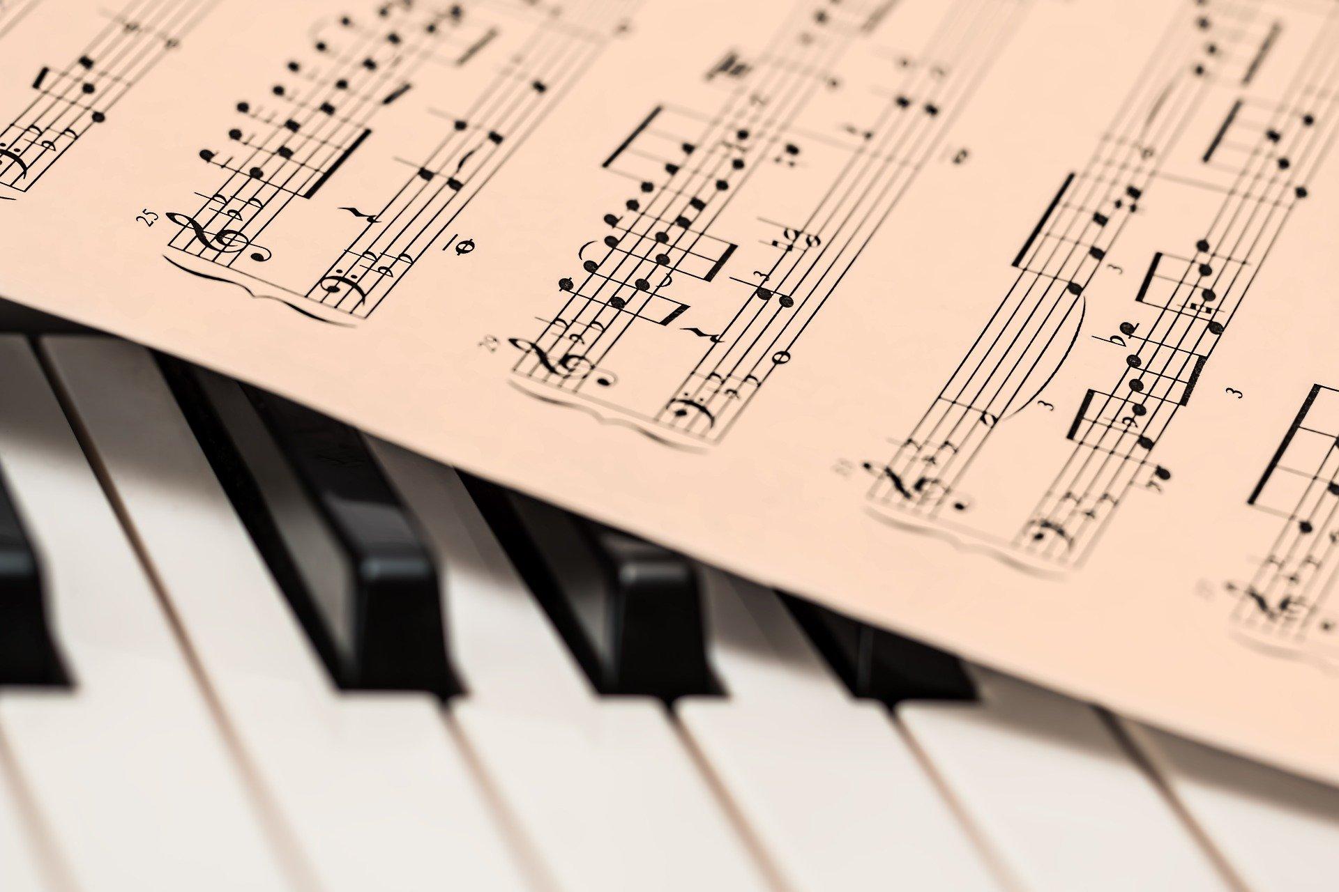La musique est un excellent moyen d'apprendre à se reconnecter les sons.