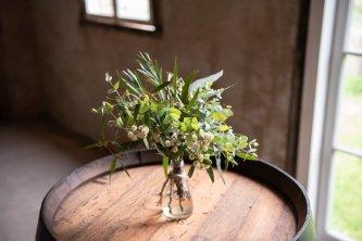 Le premier des trésors de la table de la nature est le bouquet de fleurs sauvages.