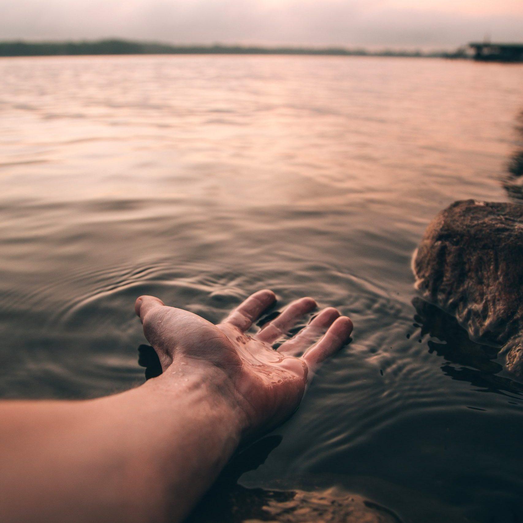 L'eau est un merveilleux élément qui peut provoquer de belles sensations.