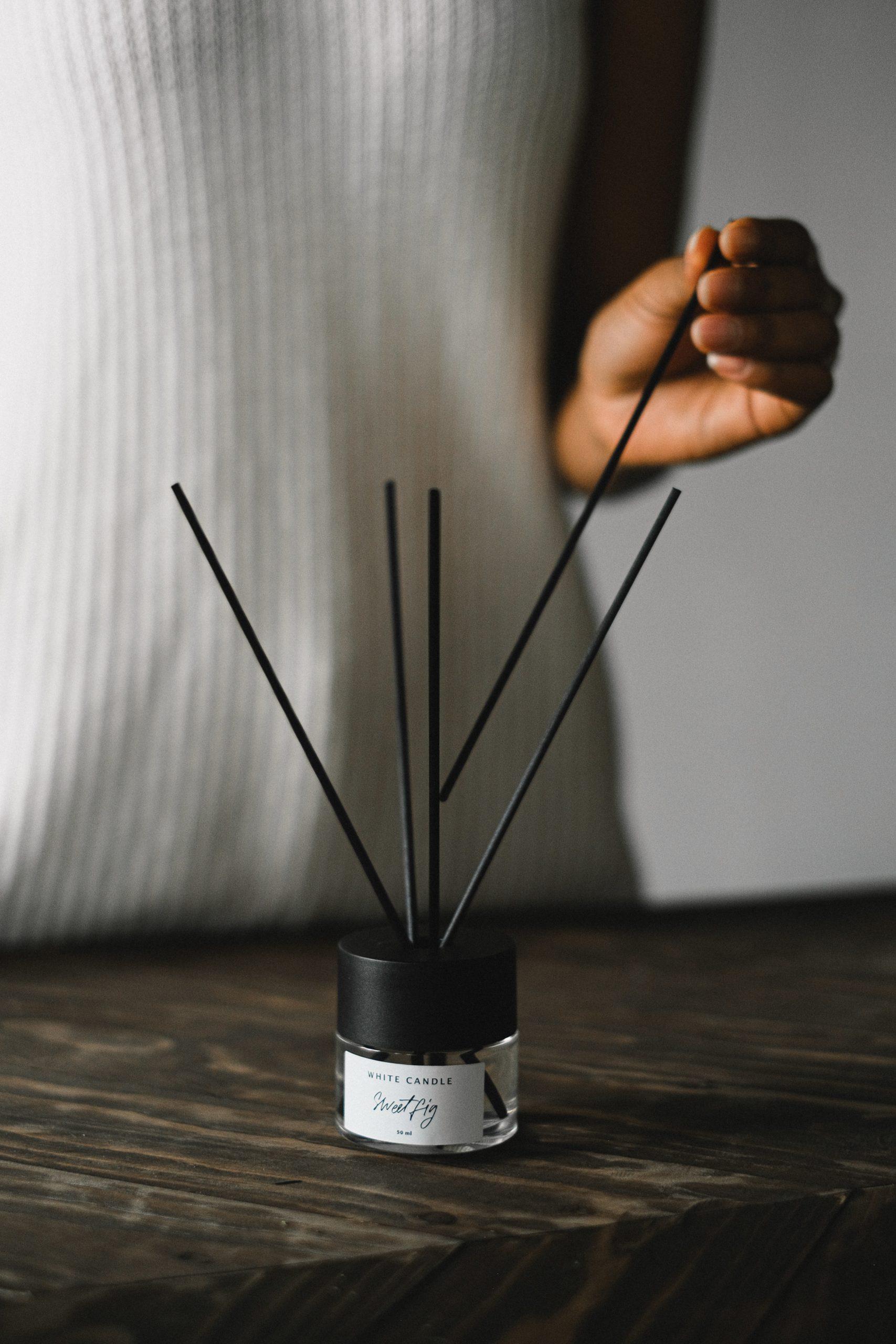 Les bougies et l'encens sont des alliés pour mettre de bonnes odeurs chez vous.