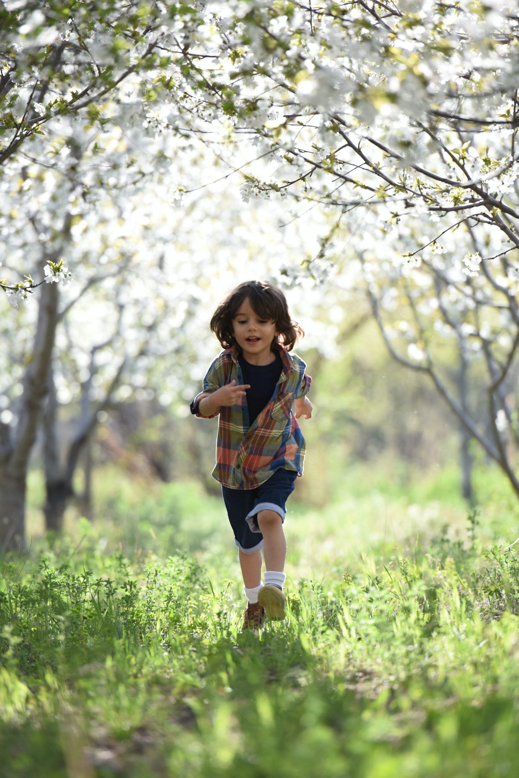 L'enfant doit être libre d'explorer l'environnement qui l'entoure.