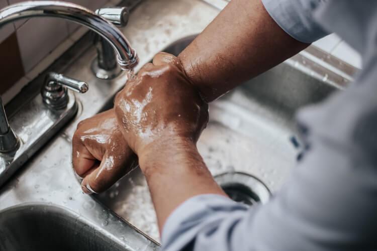 lavar-os-punhos