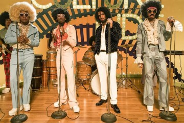 "Watch Migos Channeling Soul Train For Their New Video ""Walk it, Talk it"" Feat. Drake"