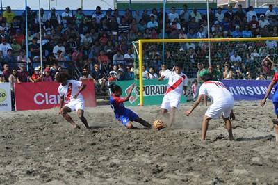 1077-futbol-playa