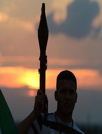 Syria fighting rages as Brahimi starts talks