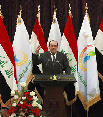 Iraq PM warns Sunni protesters, makes small concession
