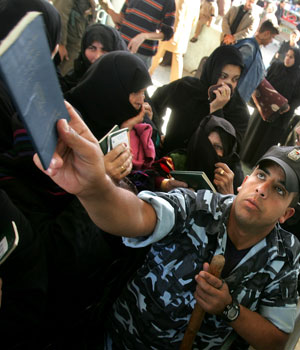 In first taste of freedom, Palestinians cross Gaza-Egypt border without Israeli controls