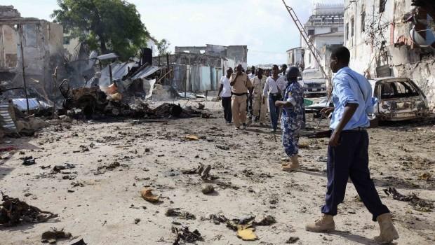 Bombs and Gun Battles Kill at Least 19 in Somalian Capital