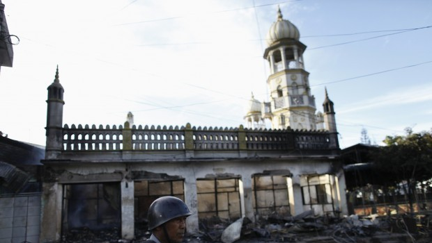 Buddhist mobs attack Muslim homes for second day in Myanmar; one dead