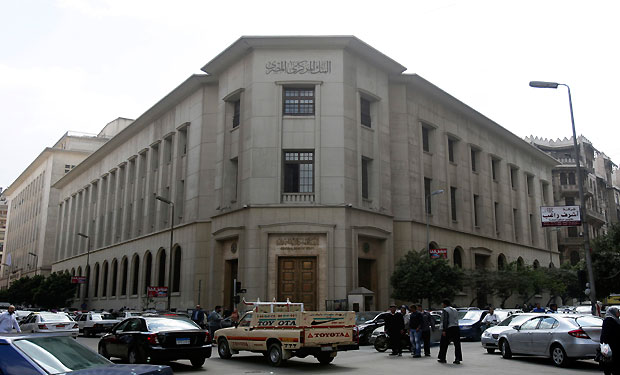 Egypt central bank eases control on foreign transfers