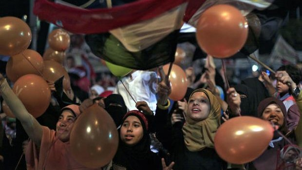 Politics to fore as Egyptian rivals celebrate Eid