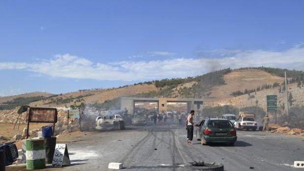 Car bomb explodes at Syria-Turkey border crossing