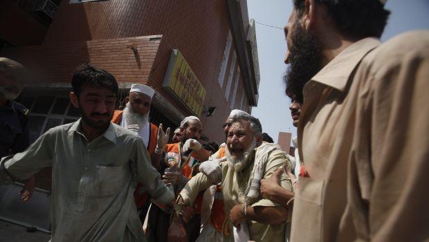 Car bomb kills 33 in northwest Pakistan