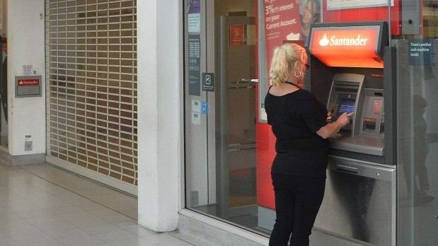UK police charge 4 over cyber bank robbery attempt