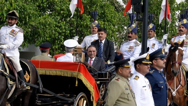 Pakistani president steps down as his term ends